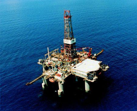 Pescara: sit-in in piazza lavoratori settore petrolio