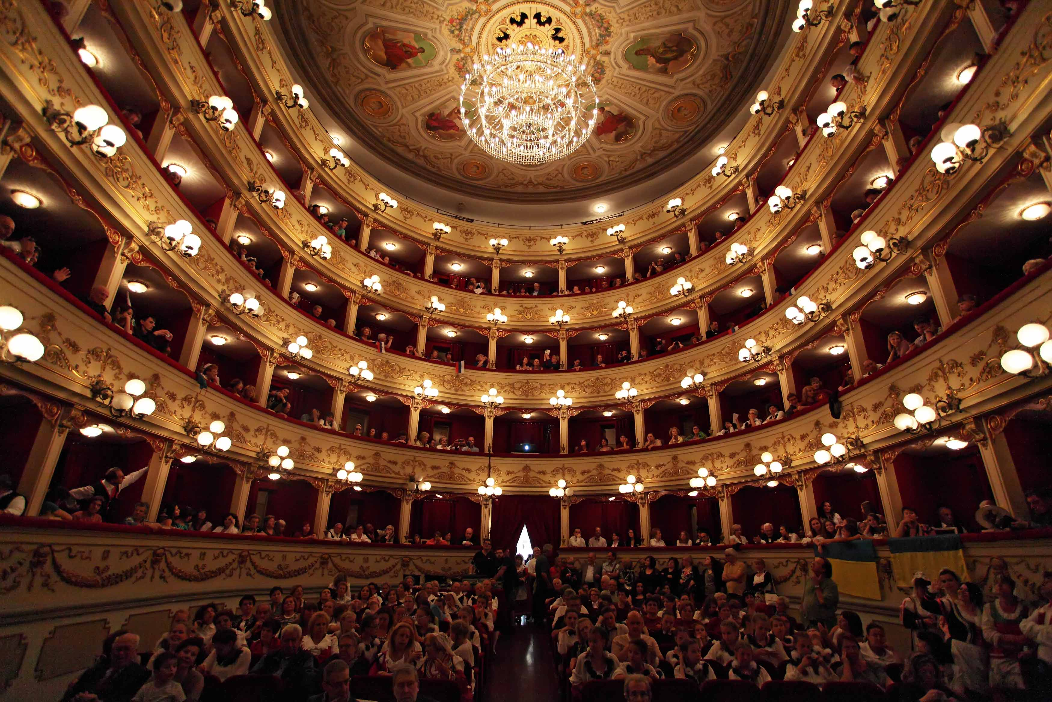 """Chieti, Sicari: """"Il Teatro Marrucino non chiuderà"""""""