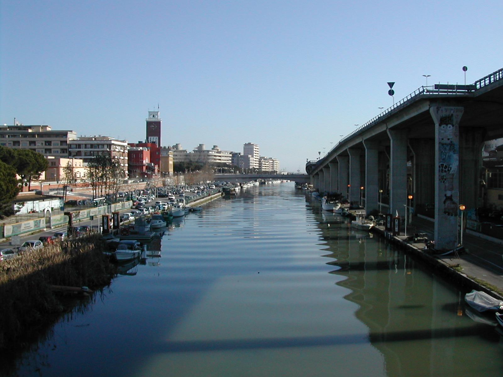 Pescara ok a pulizia letto fiume - Letto di un fiume ...