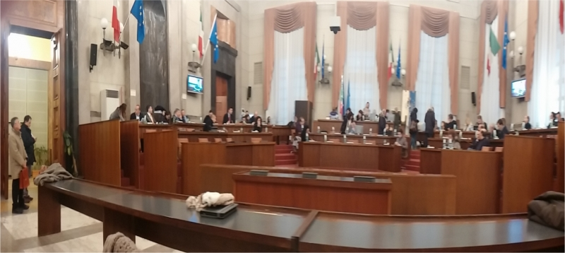 banchi-consiglio-comunalePE