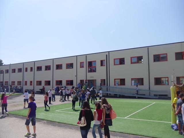 """Liceo """" L. da Vinci"""" : accorpamento e polemiche"""