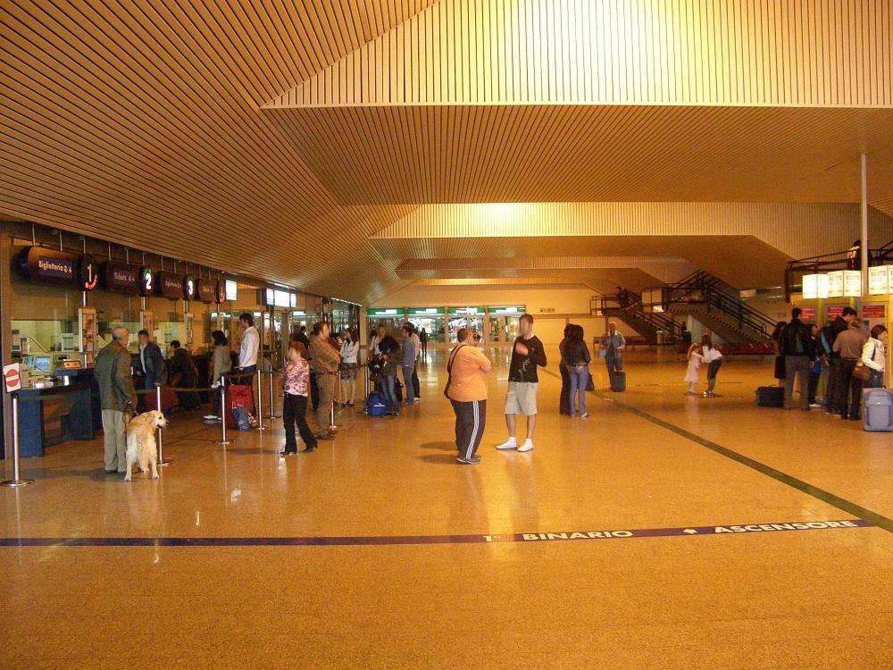 Pescara-crolla-controsoffitto-in-stazione