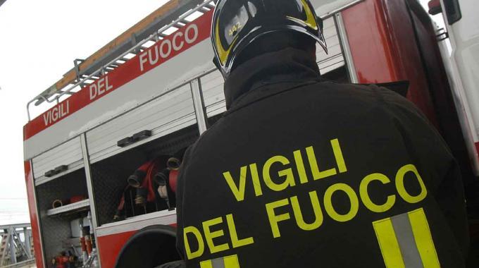 Incendio in casolare a Celano, vigili al lavoro per due ore