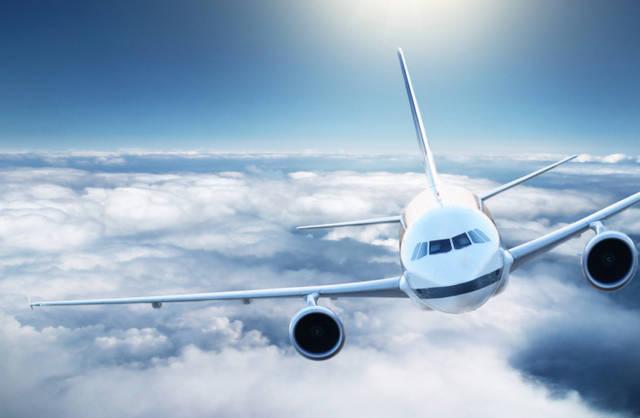 Si barrica in aereo: parte e termina protesta