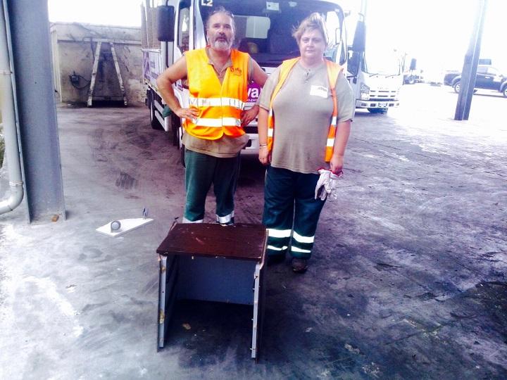 Pescara: tra i rifiuti una cassettiera con 7mila euro