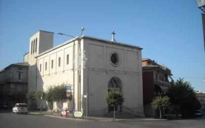 Parroco vende ex voto per rifare chiesa