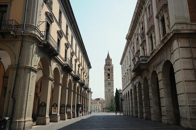 Teramo: una voragine in via Trento e Trieste