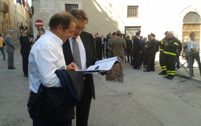Visita Renzi a L'Aquila: autorità in attesa dell'arrivo del Premier