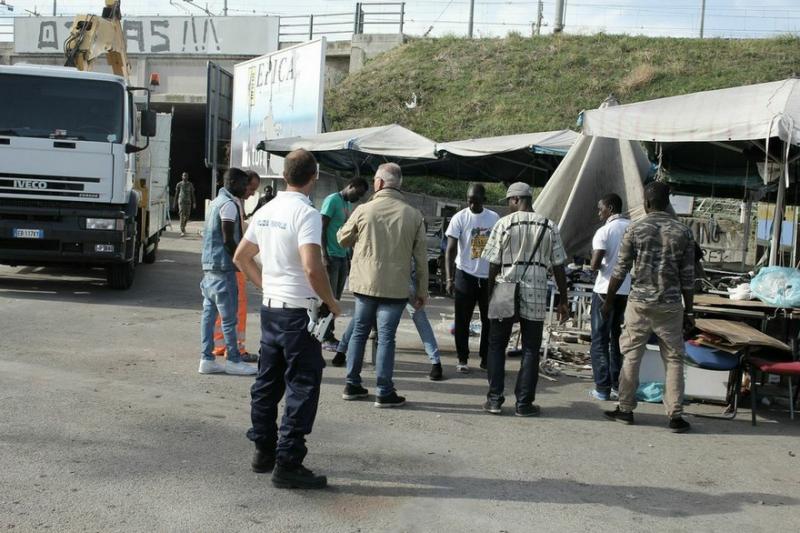 Pescara: I senegalesi avviano lo sgombero autogestito
