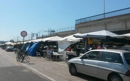 Pescara: mercato etnico in via De Gasperi