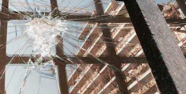 Palazzetto dei Nobili L'Aquila, vandali in azione