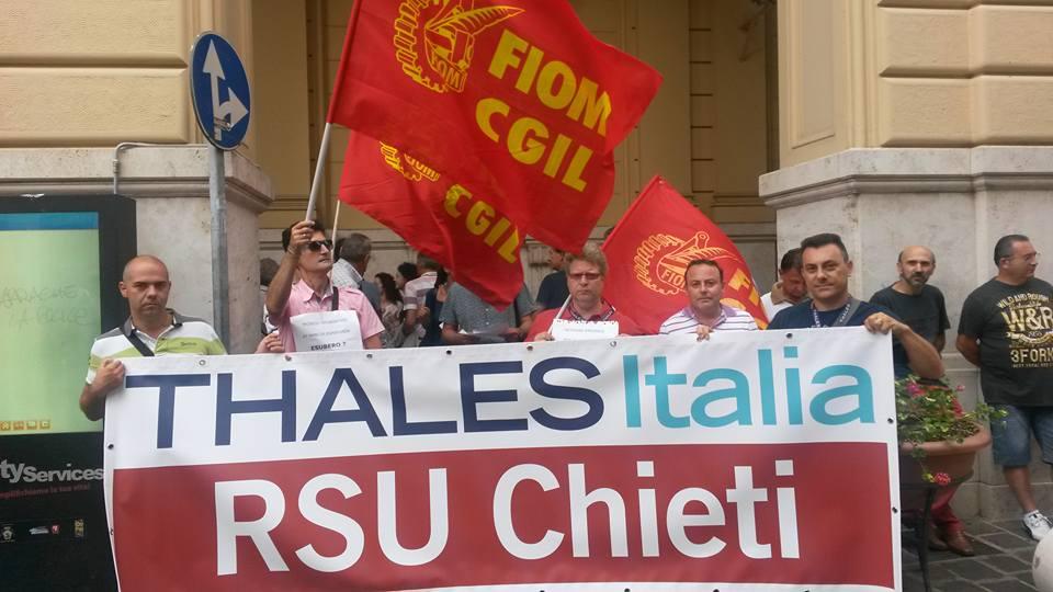 Thales: fabbrica occupata, lavoratori non si arrendono