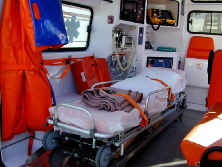 Incidente sul lavoro ad Alanno, camionista perde un dito