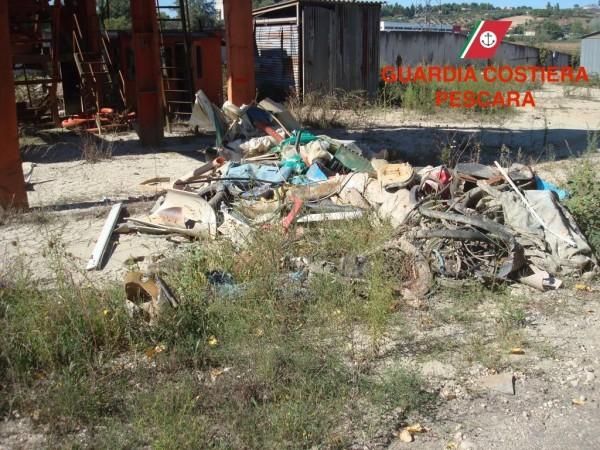 """Discarica Spoltore: 8000 Mq di """"robaccia"""" lungo il fiume"""