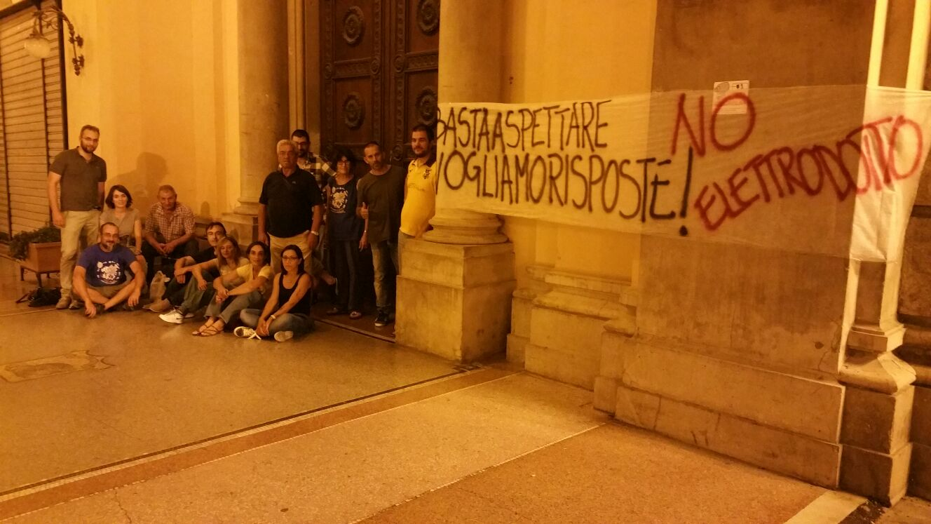 No Terna, sit in ad oltranza