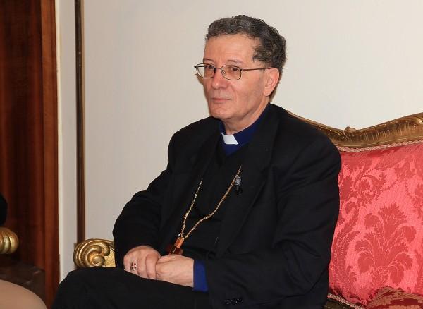Avezzano: famiglia di profughi all'episcopio