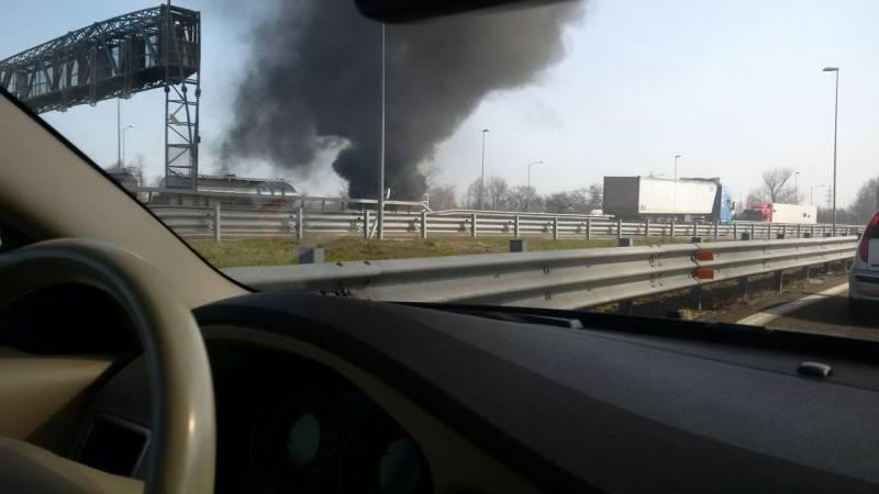 Fiamme sull'A14: Camion prende fuoco VVFF al lavoro