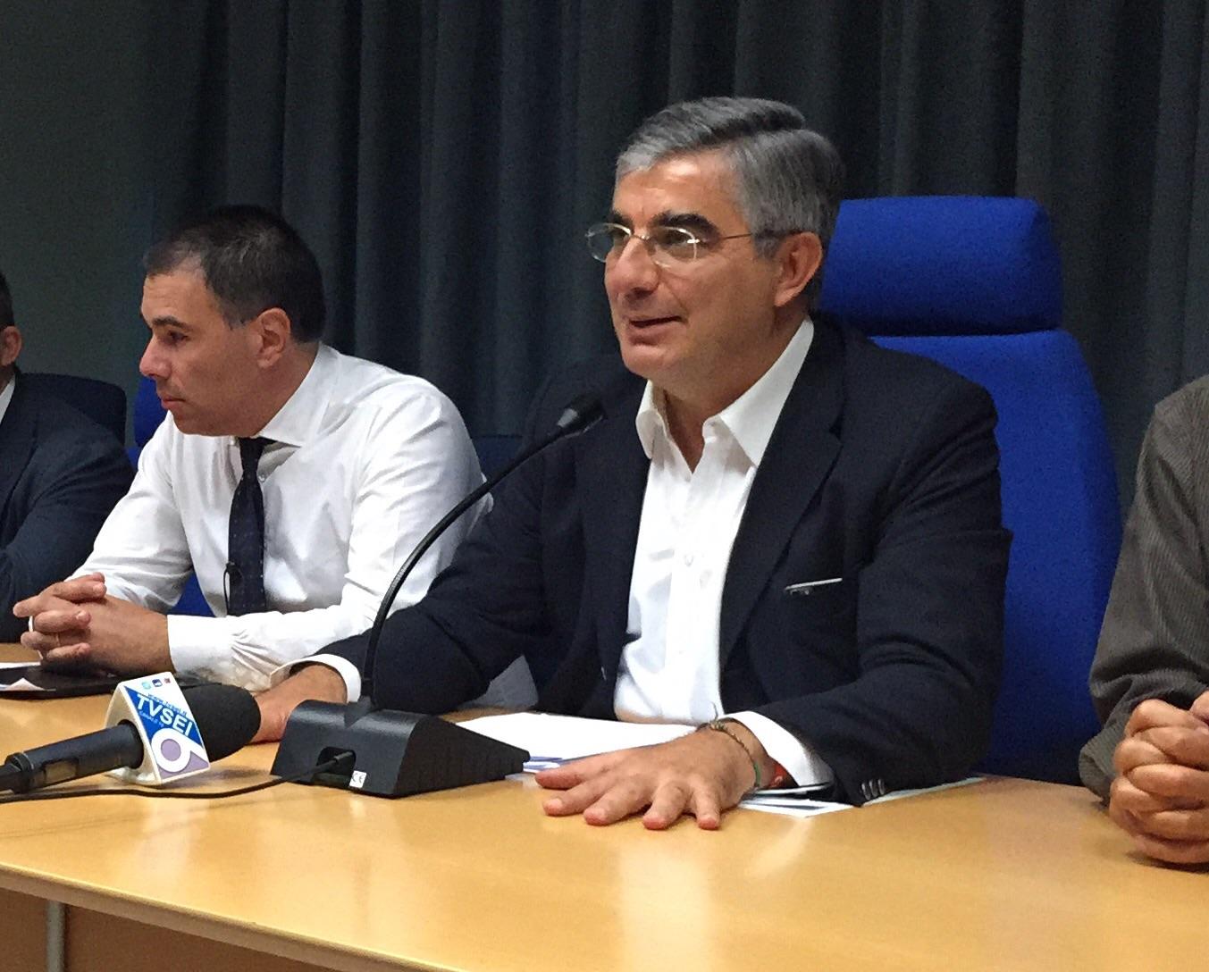 """Regione Abruzzo, nuova Giunta con Gerosolimo. Resta il """"maldipancia"""" di Sel"""