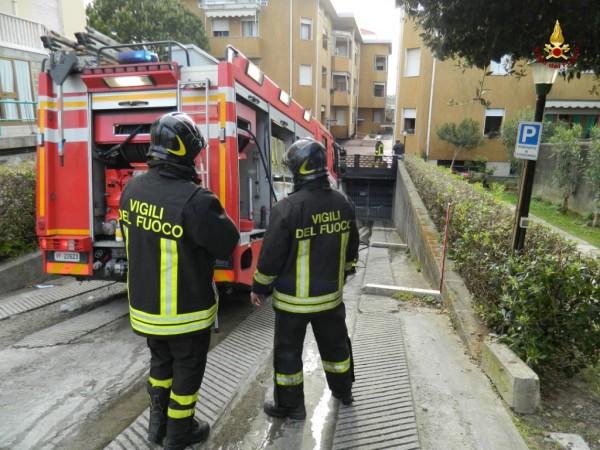 Fiamme in Via Umbria, donna salvata dalla Polizia