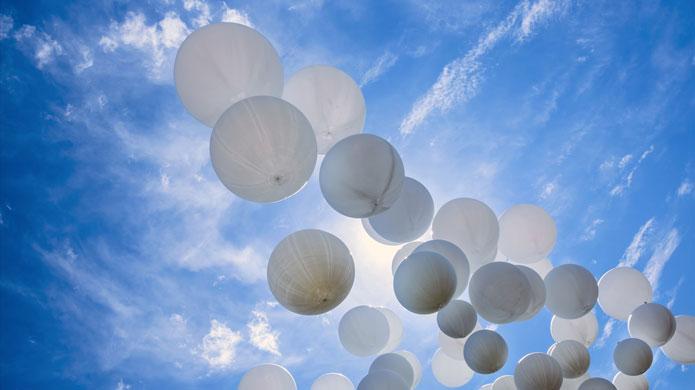 Pineto: palloncini bianchi per il piccolo Marco