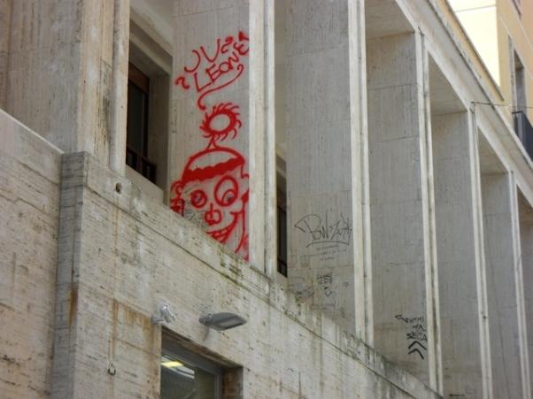 L'Aquila: portici imbrattati, denunciati due minori