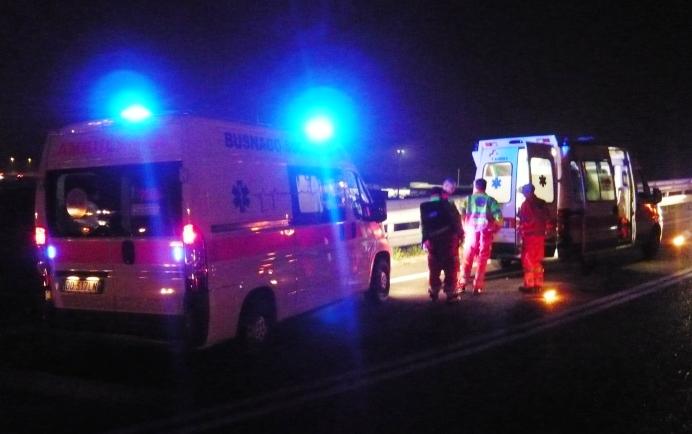 Pescara: Giovane incastrato tra un auto ed un cancello