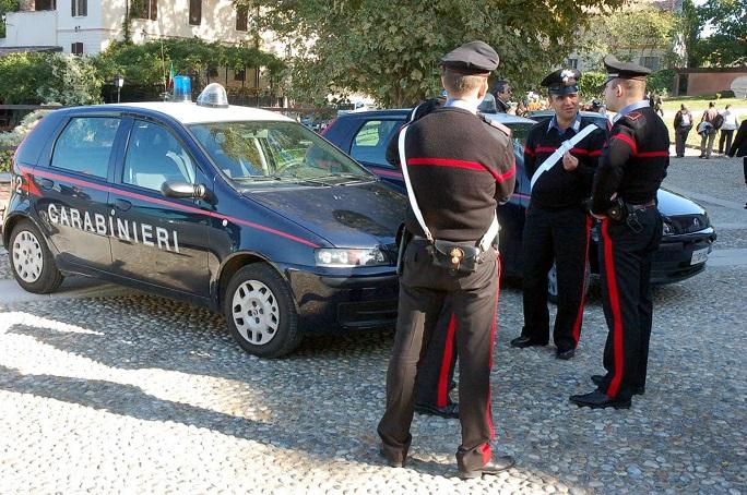 Uomo investe un carabiniere nell'aquilano