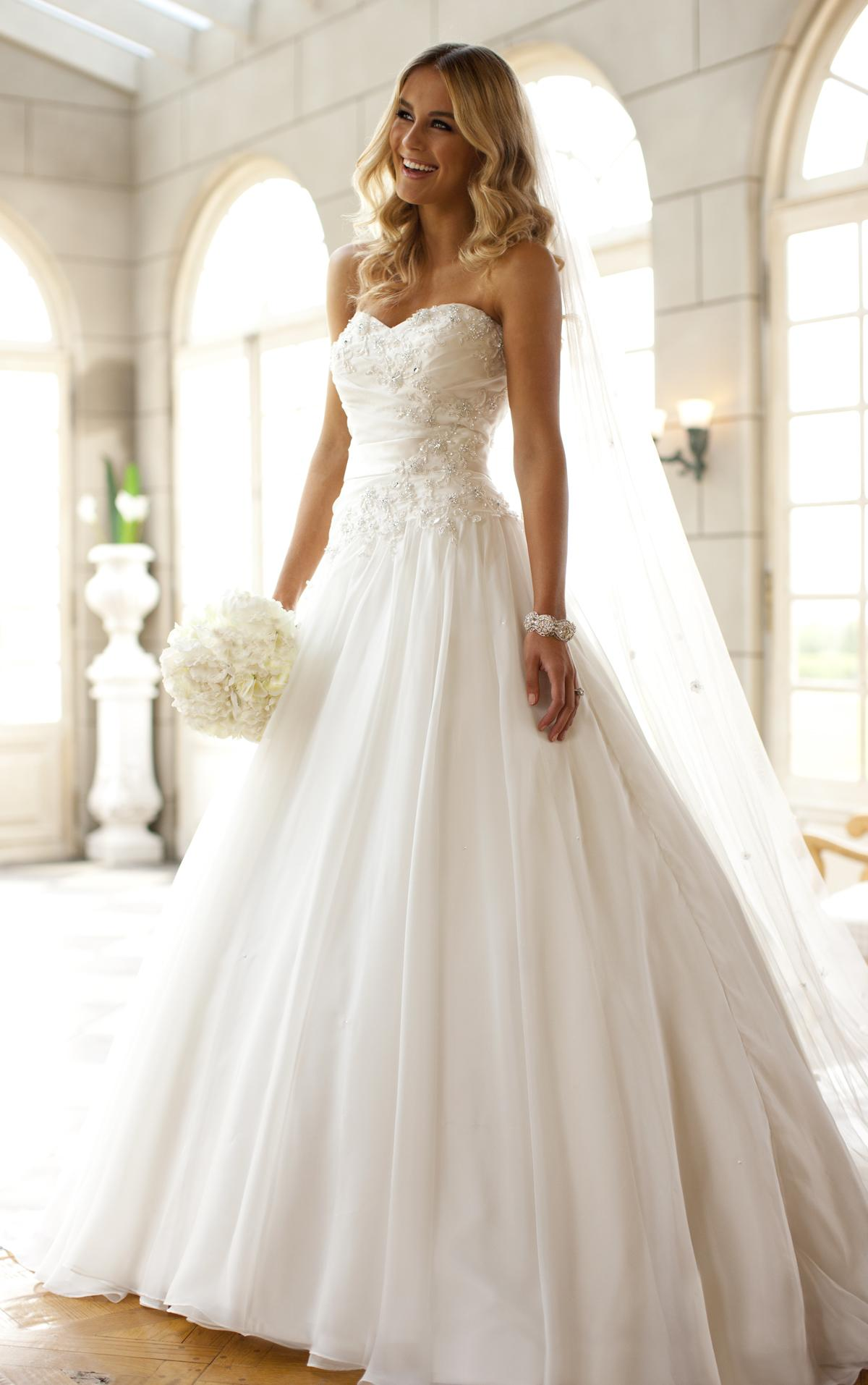 official photos 66c8c c82ce Equitalia: abiti da sposa all'asta