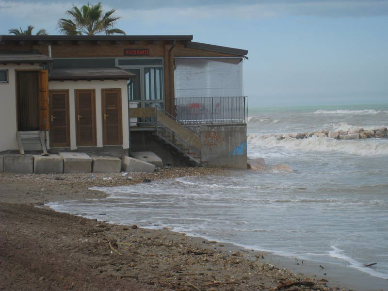Rischio erosione ad Alba Adriatica, è polemica