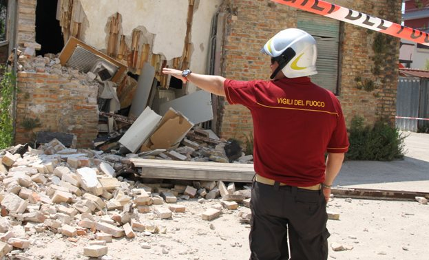Pescara, crolla tetto di una casa, paura in Via Sacco