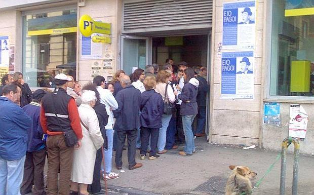 """Abruzzo: il lavoro del """"codista"""" che fa la fila per te"""