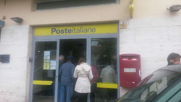 Rapina all'ufficio postale a Pescara