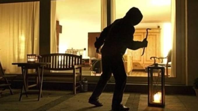 ladri in villa