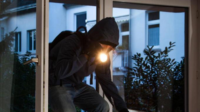 L'Aquila: furti in case, proprietari restano chiusi fuori