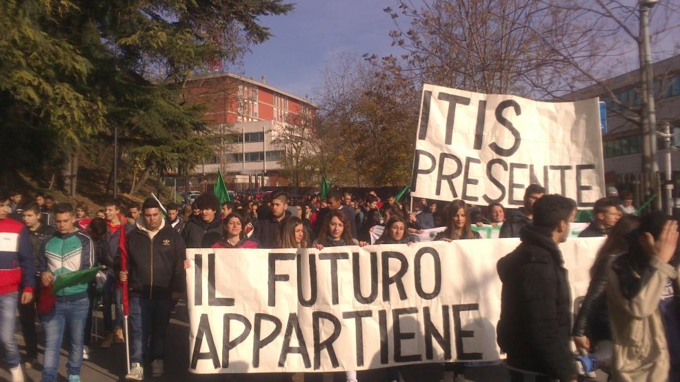 Scuola a L'Aquila corteo studentesco contro la riforma