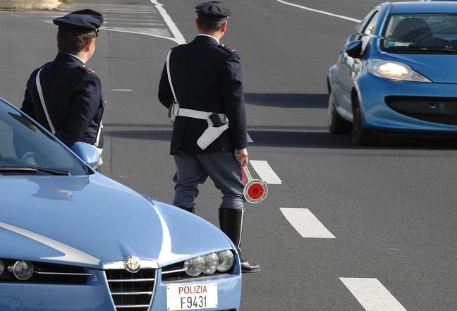 Cappelle sul Tavo: scontro con auto e gommone rubati