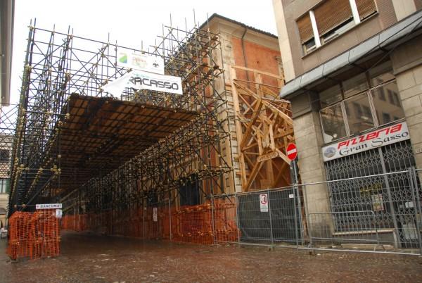 """Ricostruzione: """"L'Aquila buco nero d'Italia"""""""