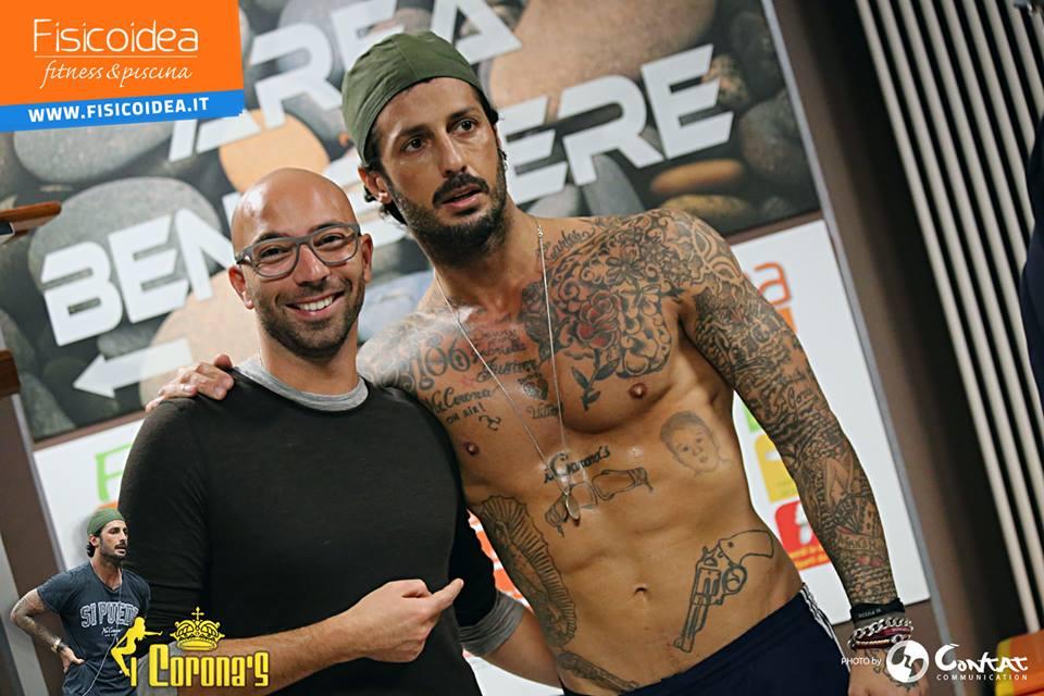 Montesilvano: Corona si allena in palestra con amici
