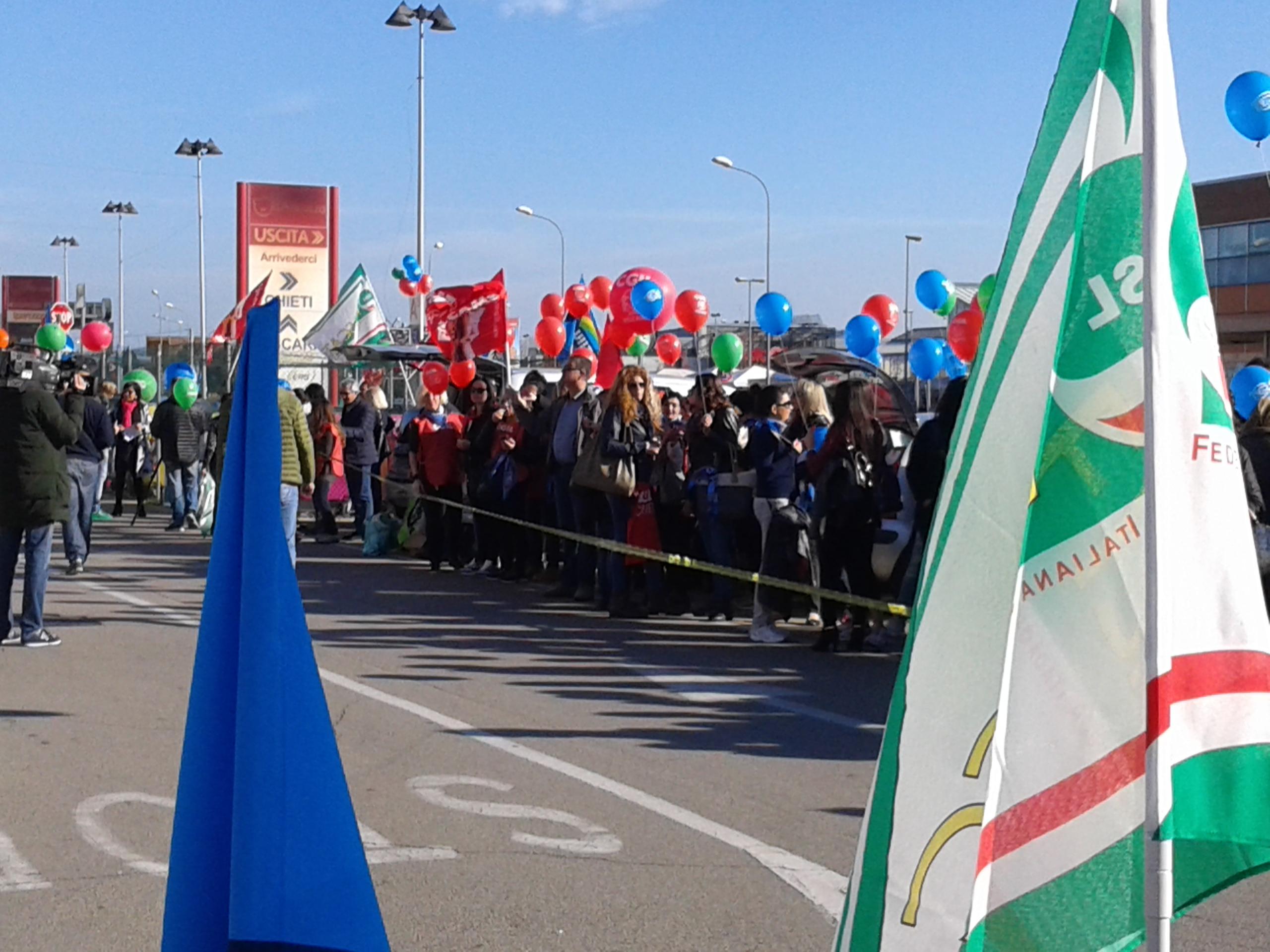 Anche in Abruzzo sciopero nei centri commerciali