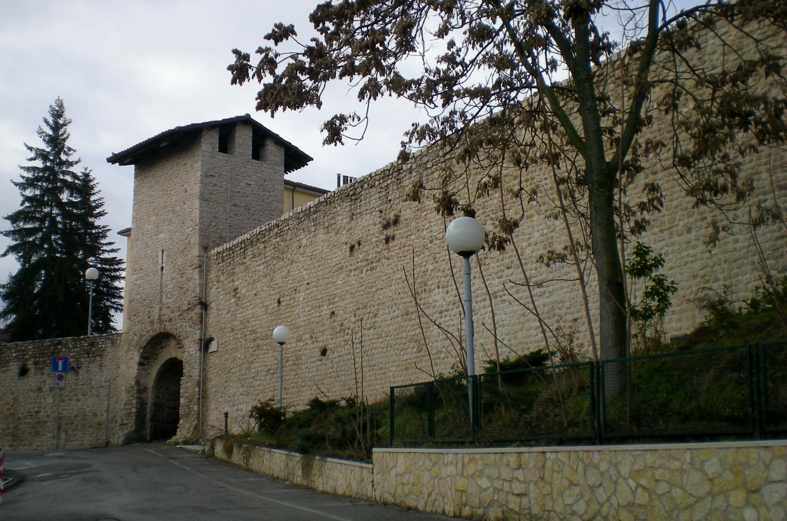 L'Aquila: stop ai lavori a Porta Barete
