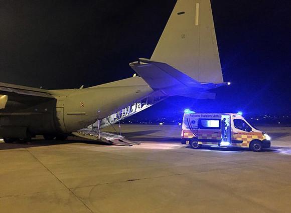 Pescara, neomamma in ambulanza dentro l'aereo militare