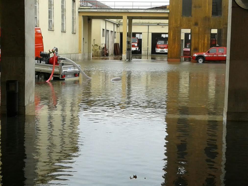 Maltempo: Pescara, allagata la caserma dei vigili del fuoco