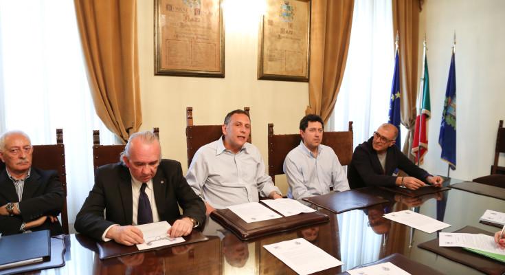 """Pescara: assegno da Rotary per """"Ambulanza dei desideri"""""""