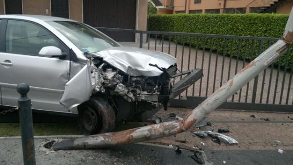 Trasacco: Auto contro un palo grave giovane di 21 anni