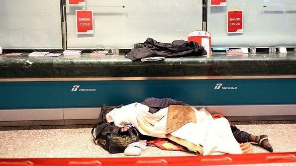 Pescara: senzatetto disperati dormono sui treni