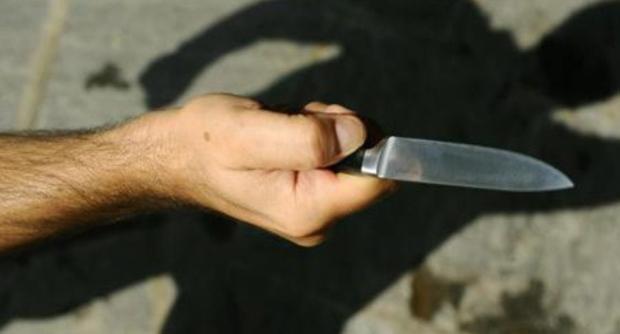 15enne di Avezzano aggredisce la madre con il coltello