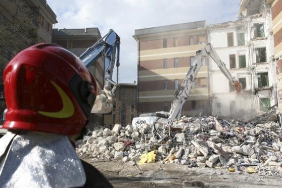 """Crollo Convitto: Learzi in carcere per """"colpa"""" della legge"""