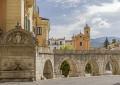 Panico in Valle Peligna: caccia alla ladra dai denti d'oro