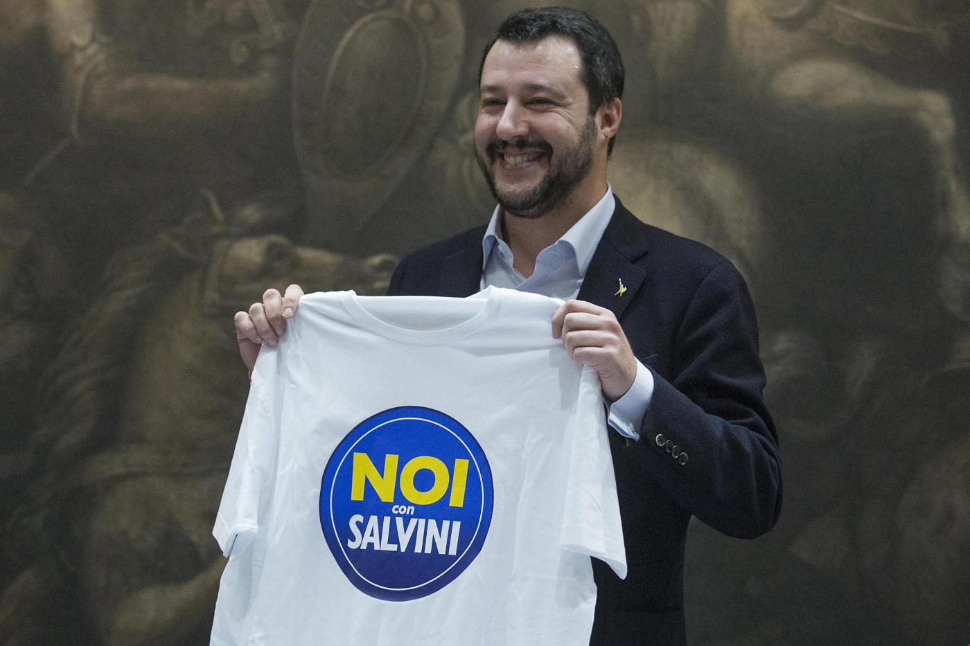 Casa occupata da rom: Salvini ad Avezzano con ruspa