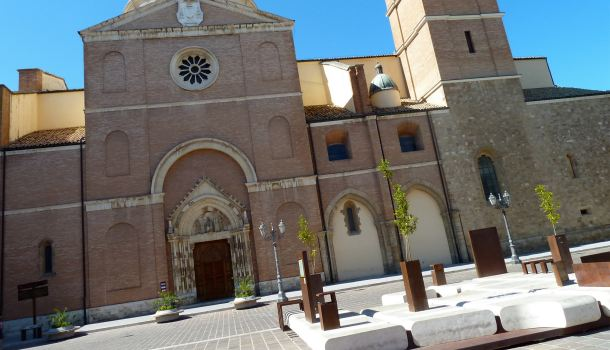 Ortona, da Piazza San Tommaso via le… panchine horror